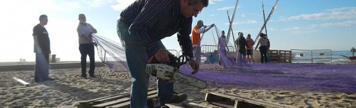 Reforming participa en la construcción en 5 horas del Ecomuseo Flotante de Calafell