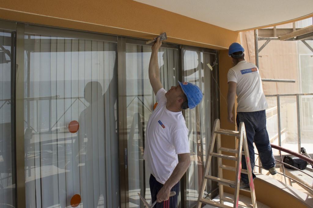 Trabajando en la rehabilitación de una fachada Calafell